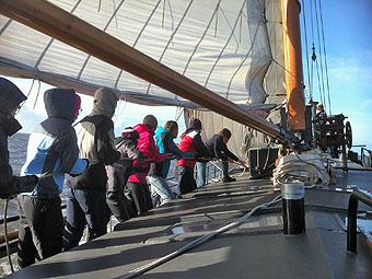Eine Segelexkursion im Ijsselmeer stärkt den Zusammenhalt