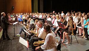 Chöre und die Bigband, geleitet von Florian Mehling, bildeten zusammen dan Abschluss des Konzerts.