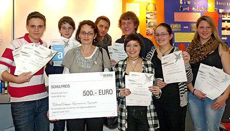 Stolz präsentierten unsere Schülerinnen und Schüler ihre Urkunden und Preise.