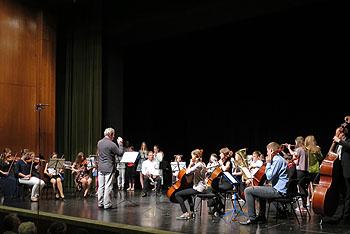 Das Schulorchester unter der Leitung von Albert Hubert