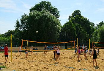 Strandfeeling kam auf dem Volleyballplatz auf.