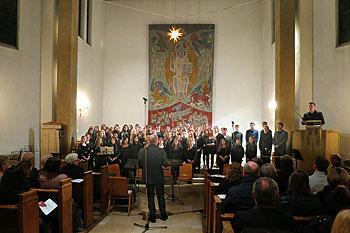 Der Große Chor füllte den Altarraum der Chrsituskirche.