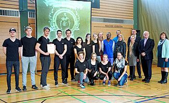 Die P-Seminar-Gruppe freute sich über den Preis.