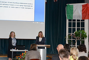 Bürgermeisterin Dr. Beate Kuhn (rechts) übermittelte die Glückwünsche der Stadt