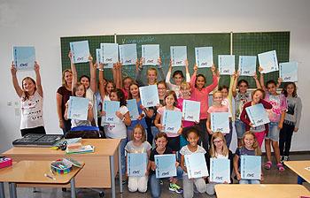 Alle erhielten ihren RWG-Ordner für ihre Unterlagen.