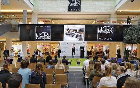 Die Messe war in einem Einkaufszentrum in Ingolstadt.