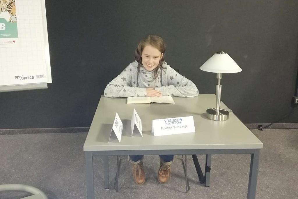 Schulsiegerin Jule wird Zweite beim Kreisentscheid des Vorlesewettbewerbs